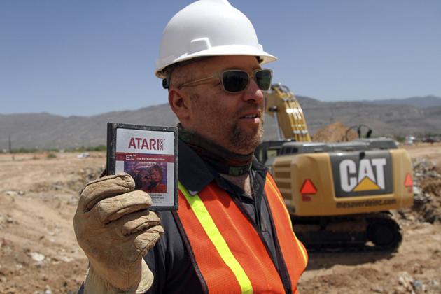 Photo of Ca o ironie, ET, jocul care a ucis Atari pentru ca nu s-a vandut, se vinde acum la licitatie!
