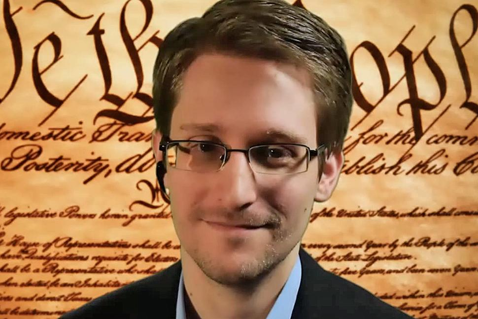Photo of Snowden sustine ca FBI poate debloca iPhone-ul