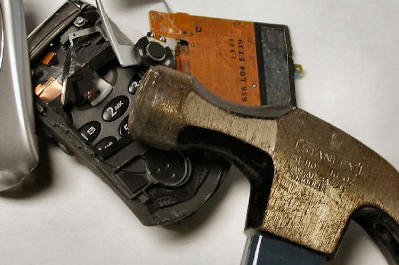 Photo of Cand tot ceea ce ai in mana este un ciocan, totul in jurul tau pare a fi … telefon ?