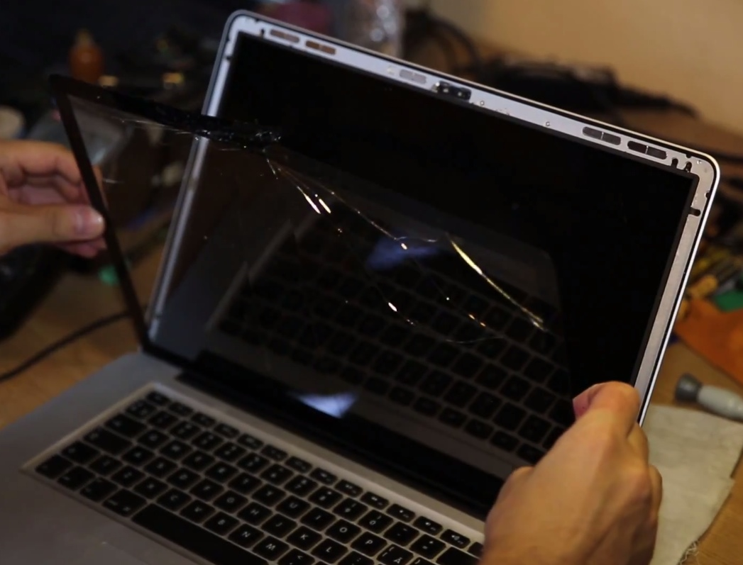 Photo of Cum mi-am reparat laptopul economisind…2.263 RON!