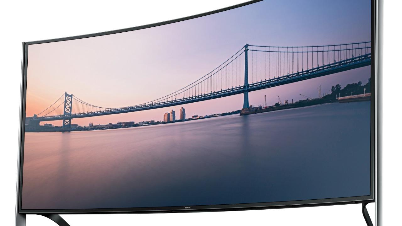 Photo of Televizorul curbat Samsung 4K de 105 inch are si un pret… MARE!