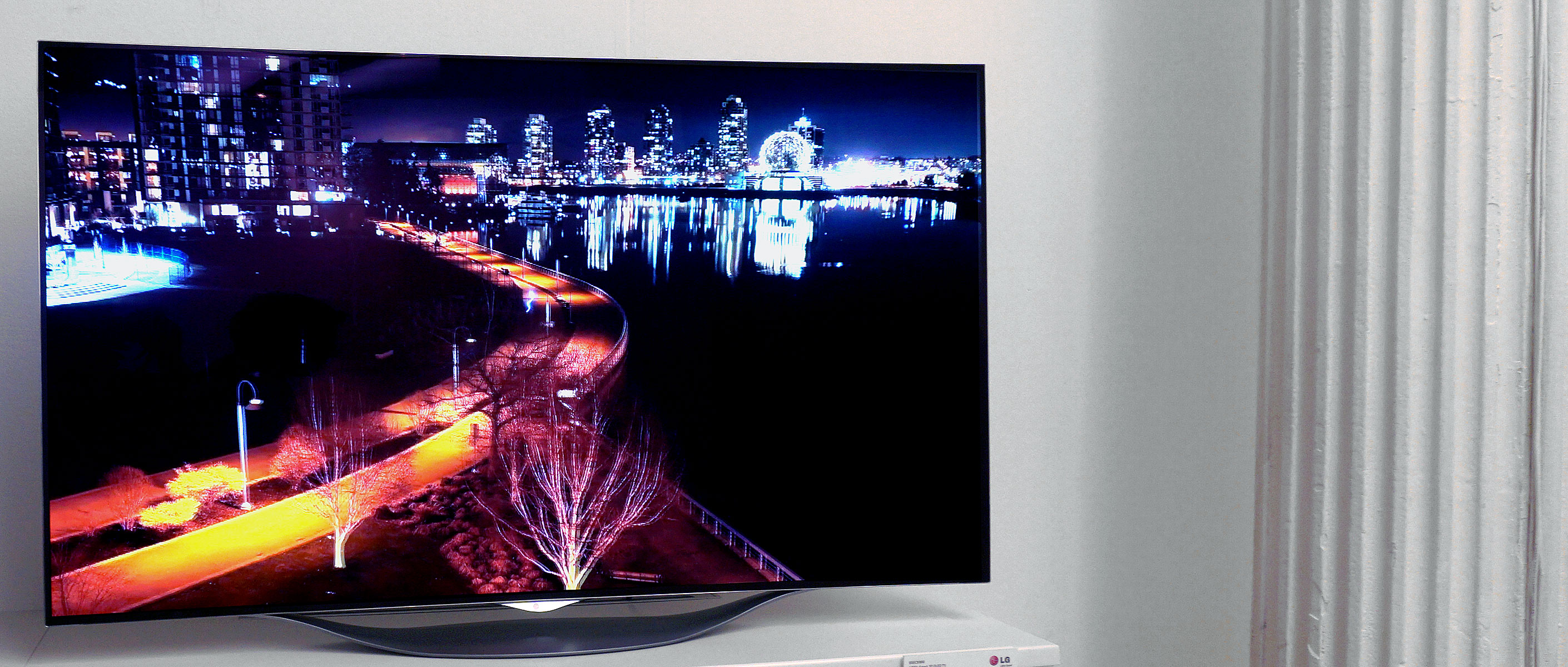 Photo of Televizoare OLED curbate de la LG la preturi mici?