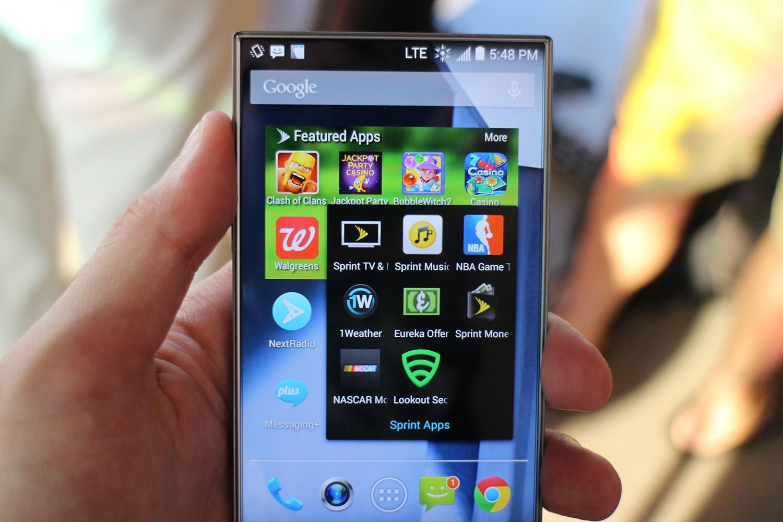 "Photo of Sharp AQUOS Crystal, un smartphone ""altfel"", pe piata americana prin Sprint"