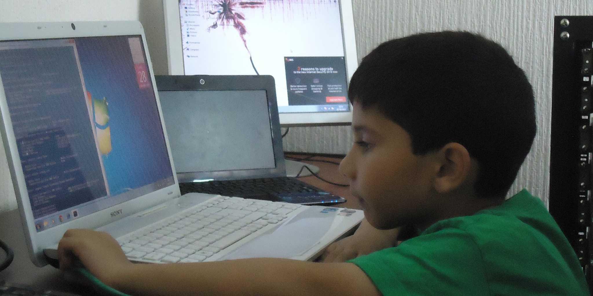 Photo of Un băietel din Coventry a devenit cel mai tanar specialist in computere din lume