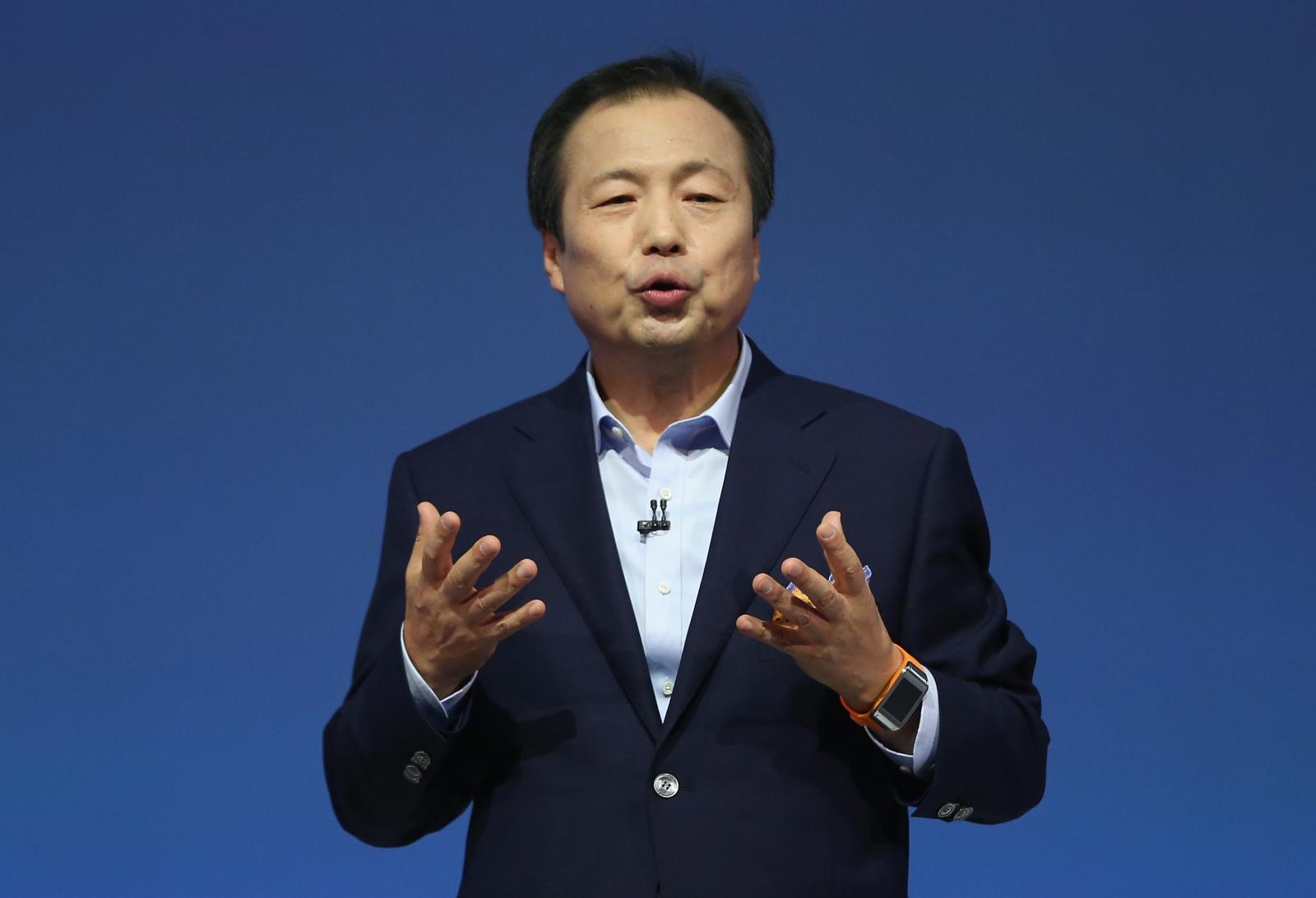 Photo of Seful de pe mobile de la Samsung a scapat miraculos doar cu o penalizare pentru vanzarile slabe ale lui S5