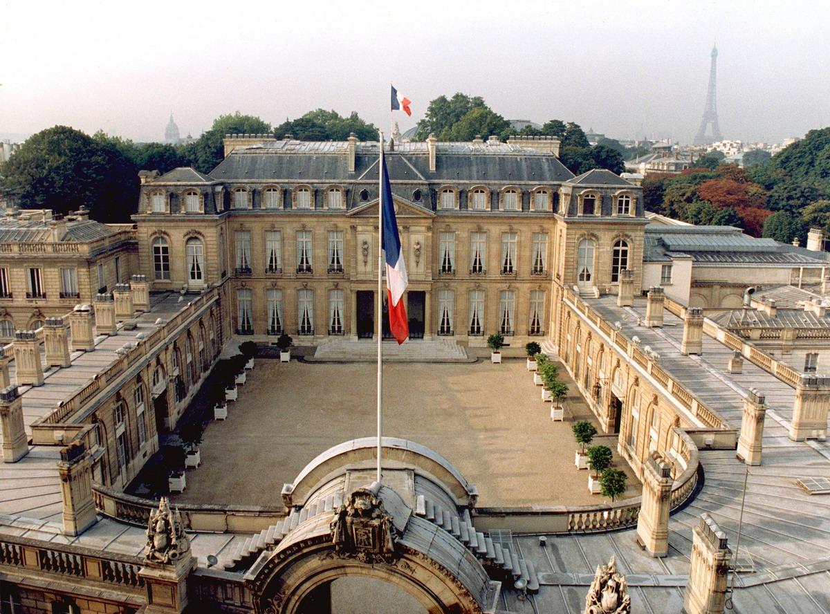 "Photo of Parisul considera ca gigantii internetului risca sa devina ""complici"" la incitare la ura"