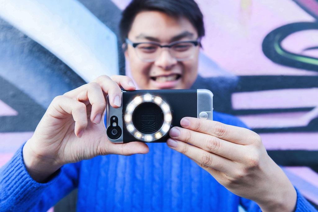"""Photo of Un """"inel de lumina"""" pentru smartphone-ul tau!"""