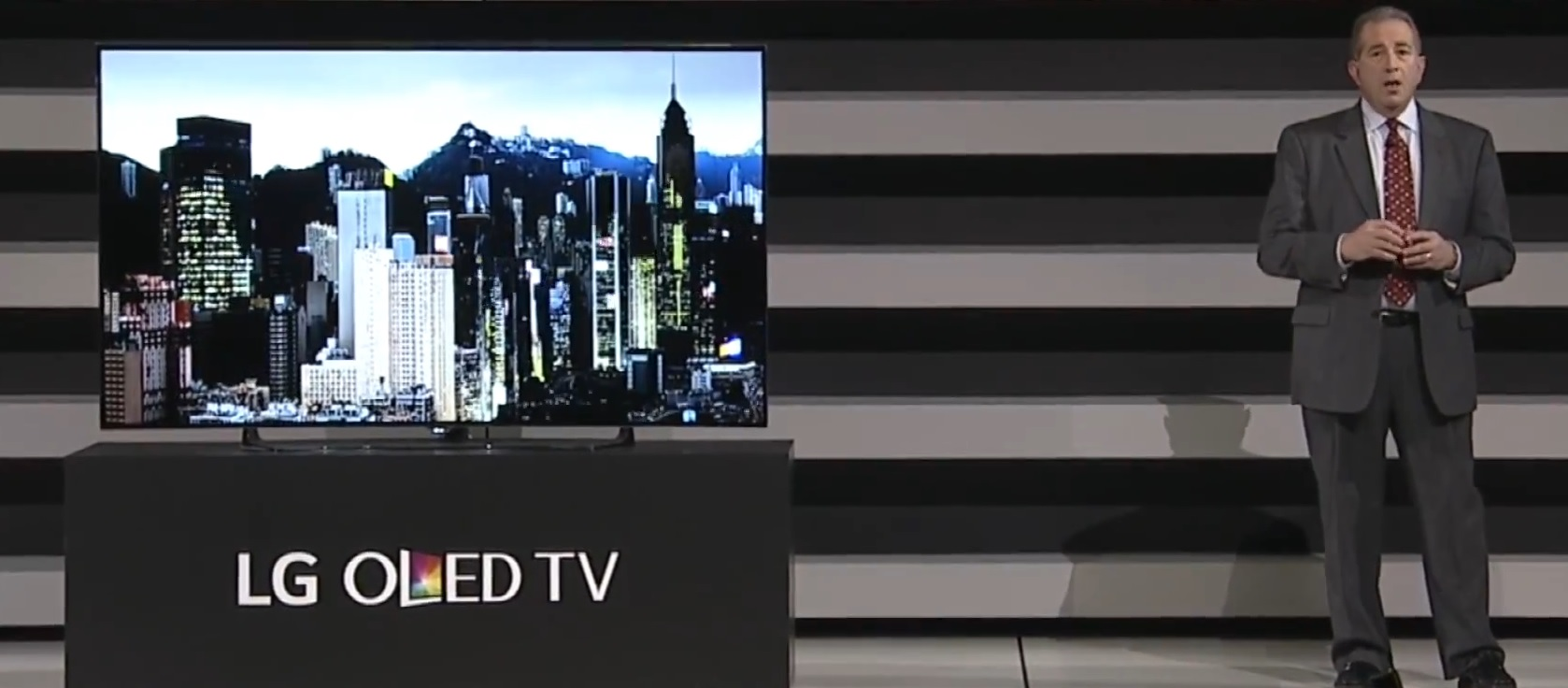 Photo of LG pariaza la CES 2015 pe Smart TV-urile 4K, plate, curbate sau… flexibile