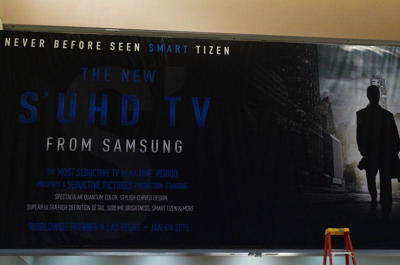 """Photo of Samsung lanseaza la CES cel mai """"sexy"""" televizor curbat 4K de pana acum"""