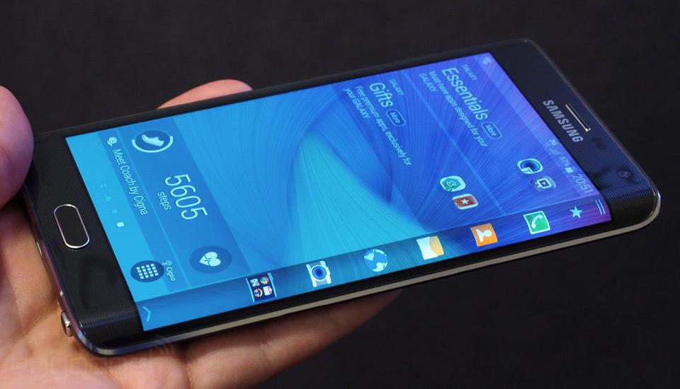"""Photo of Samsung Galaxy S6 Edge, confirmat de Bloomberg, si """"cica"""" S6 va avea cea mai tare camera foto pusa vreodata pe un telefon!"""