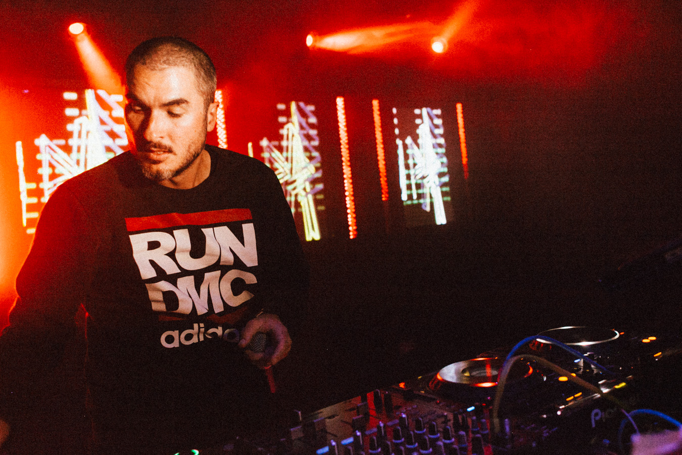 Photo of Un cunoscut DJ britanic a trecut din pole position-ul muzical… in gradina Apple!