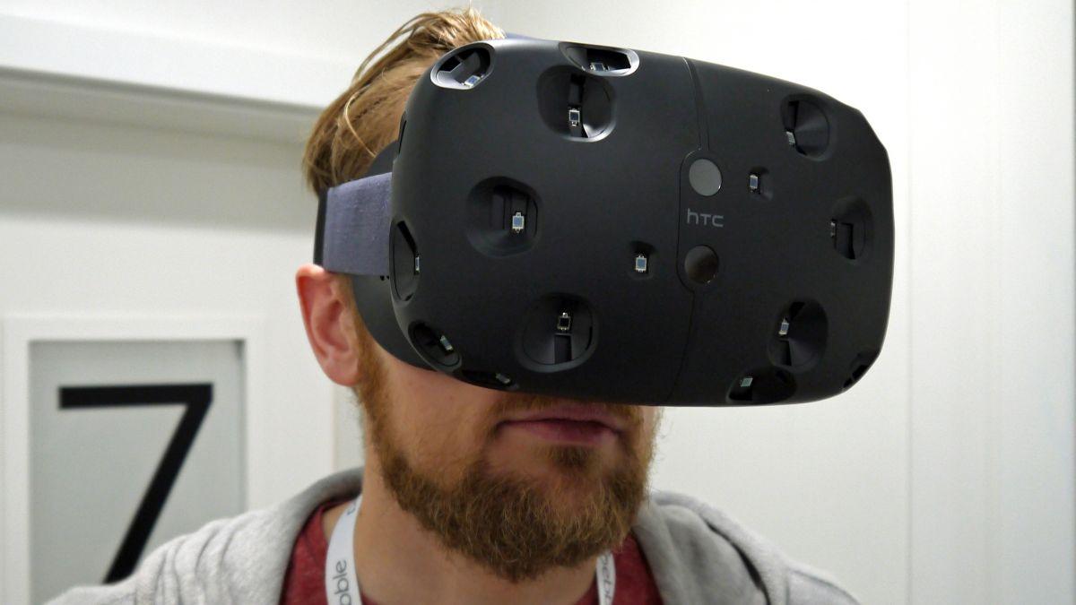 """Photo of Dispozitivul VR de la HTC si Valve, Vive, gratuit pentru dezvoltatori… """"aleși"""""""
