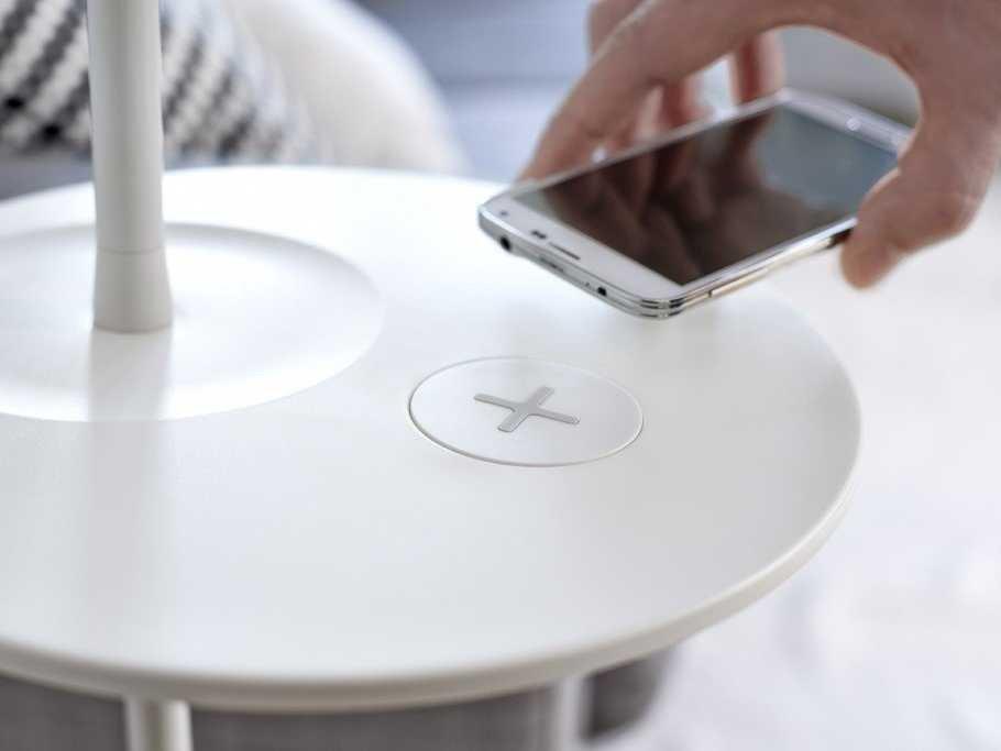 """Photo of Ikea – incarcarea telefonului """"la mobila"""""""