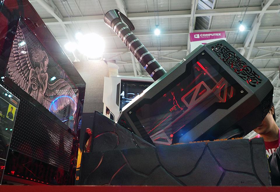 Photo of Mjolnir, ciocanul lui Thor, transformat in carcasa de PC de catre Thermaltake!