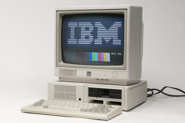 Photo of Dupa 28 de ani de la lansare, aflam ca IBM PCjr este… alergic la lumina!