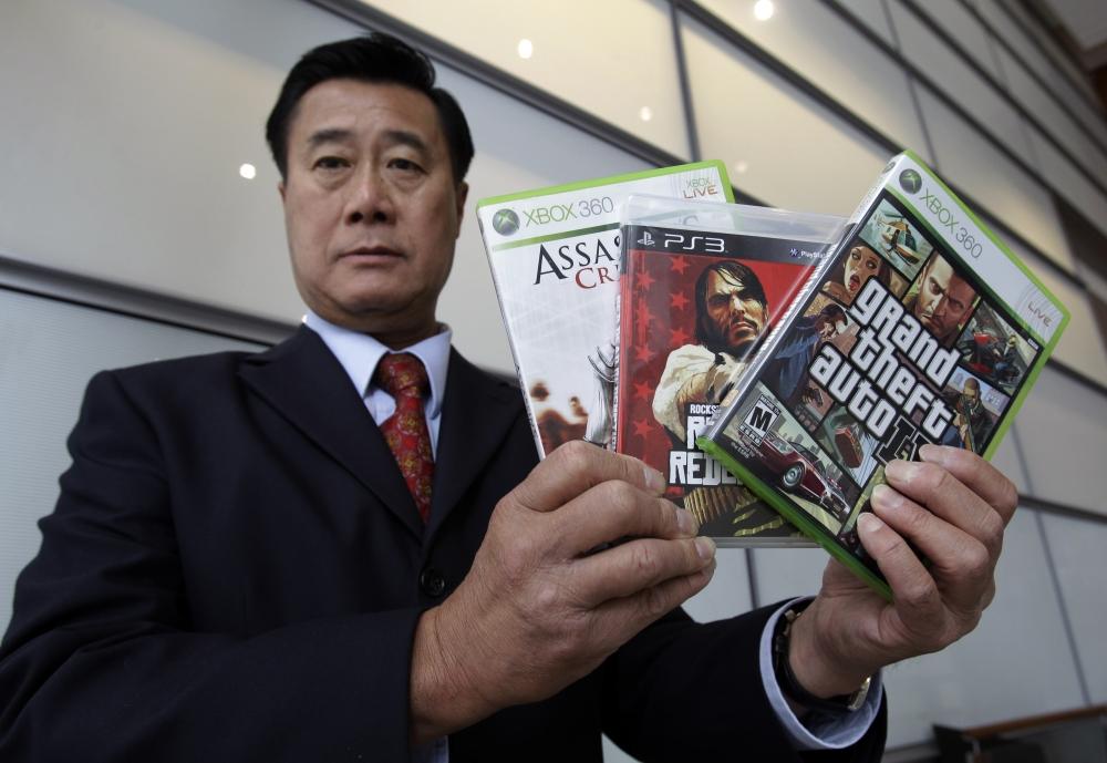 Photo of Fostul senator american anti-jocuri Leland Yee primeste 20 de ani pentru trafic de arme!