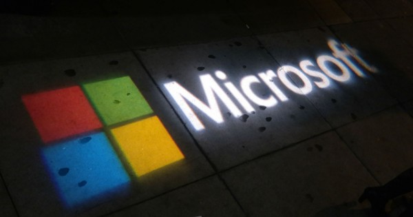 Microsoft anunta ca Xbox si Surface intra iarasi in productie