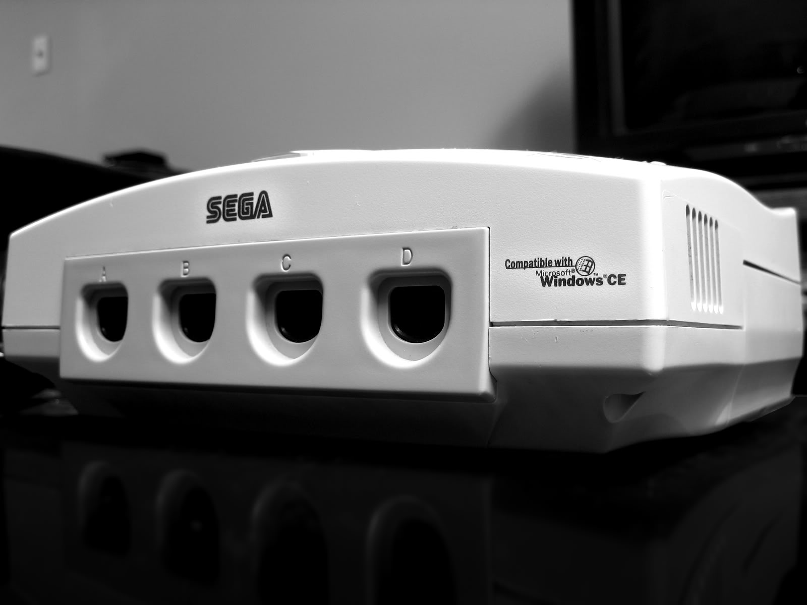 Photo of Dupa anuntul lui Shenmue 3, Sega Dreamcast zboara de pe rafturi