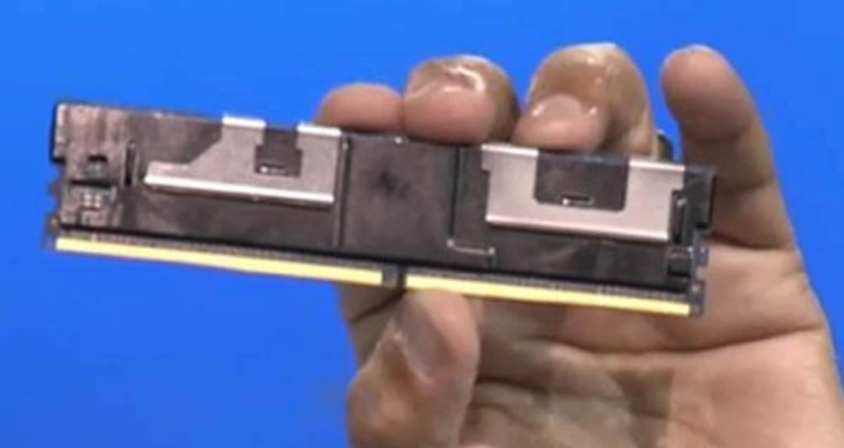 Photo of Intel a facut un SSD care incape intr-un slot de RAM, cu 3D Xpoint