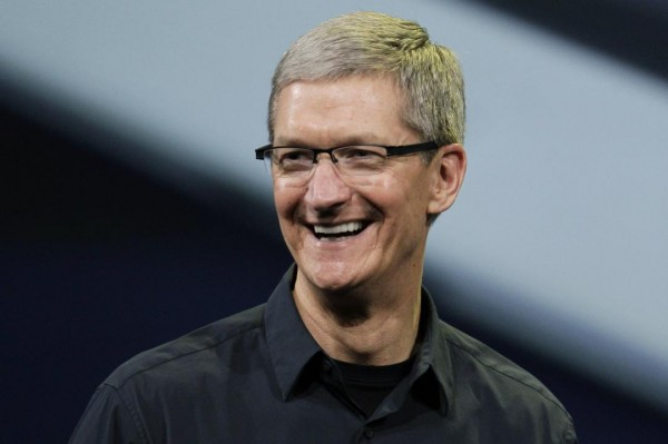 Photo of Tim Cook critica Microsoft Surface Book