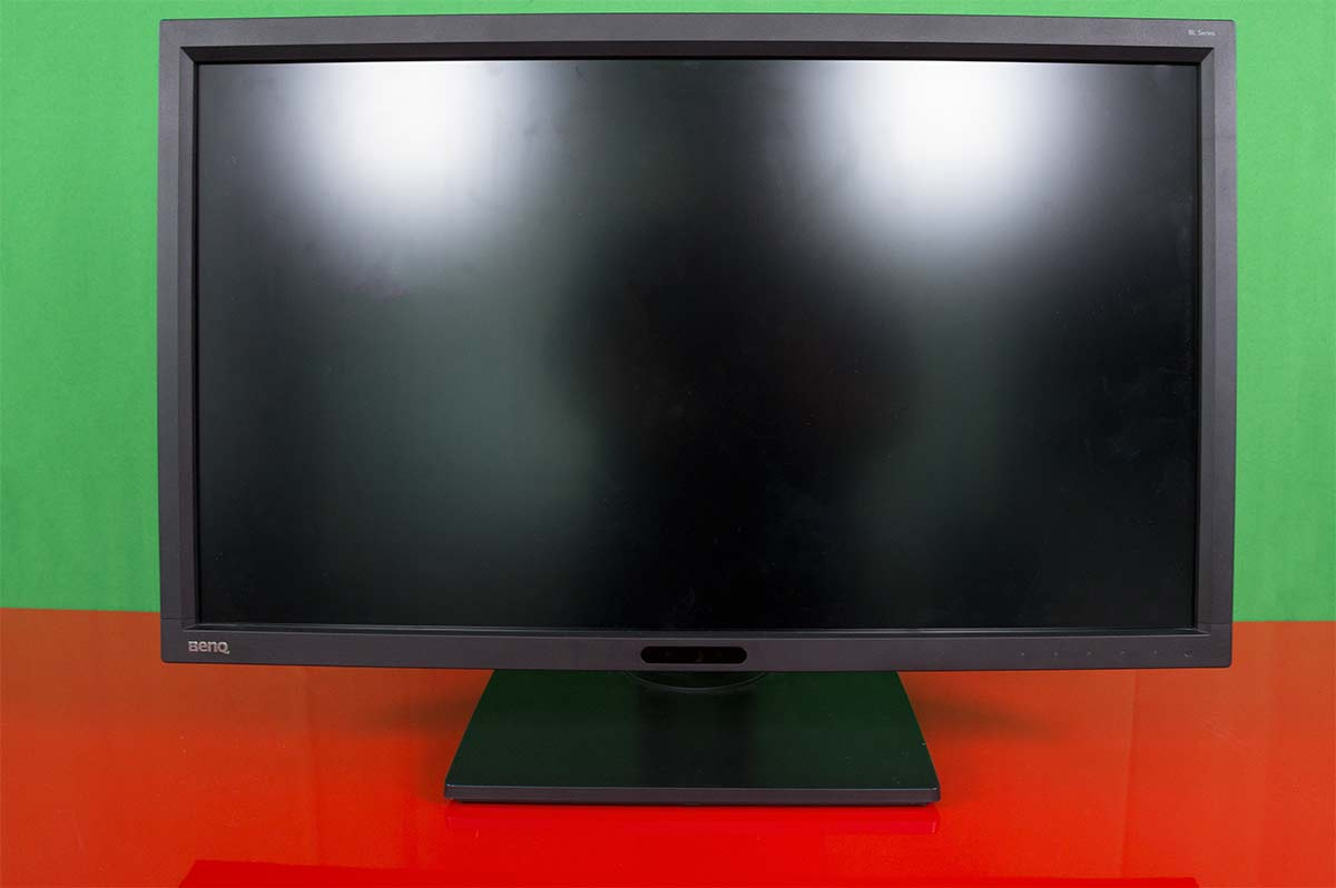 Photo of BenQ BL2711U-Un monitor bun si la grafica si la gaming!