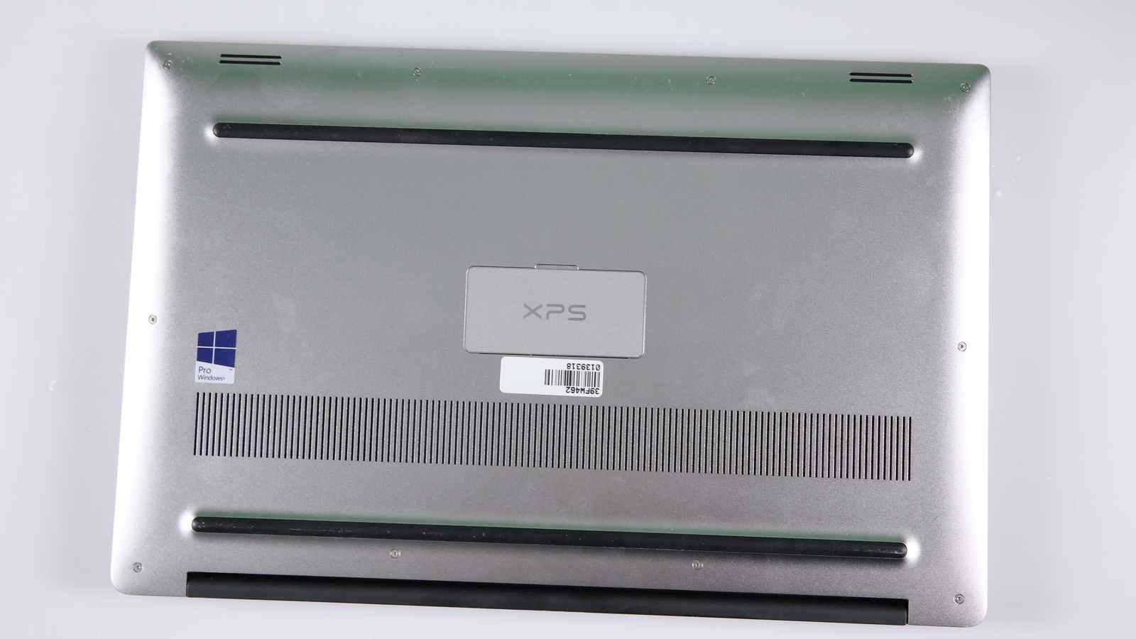 Carcasa inferioara a XPS 15 9550