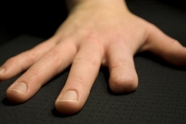 Photo of Un pusti de 11 ani isi taie degetul pentru ca jocuri mobile!