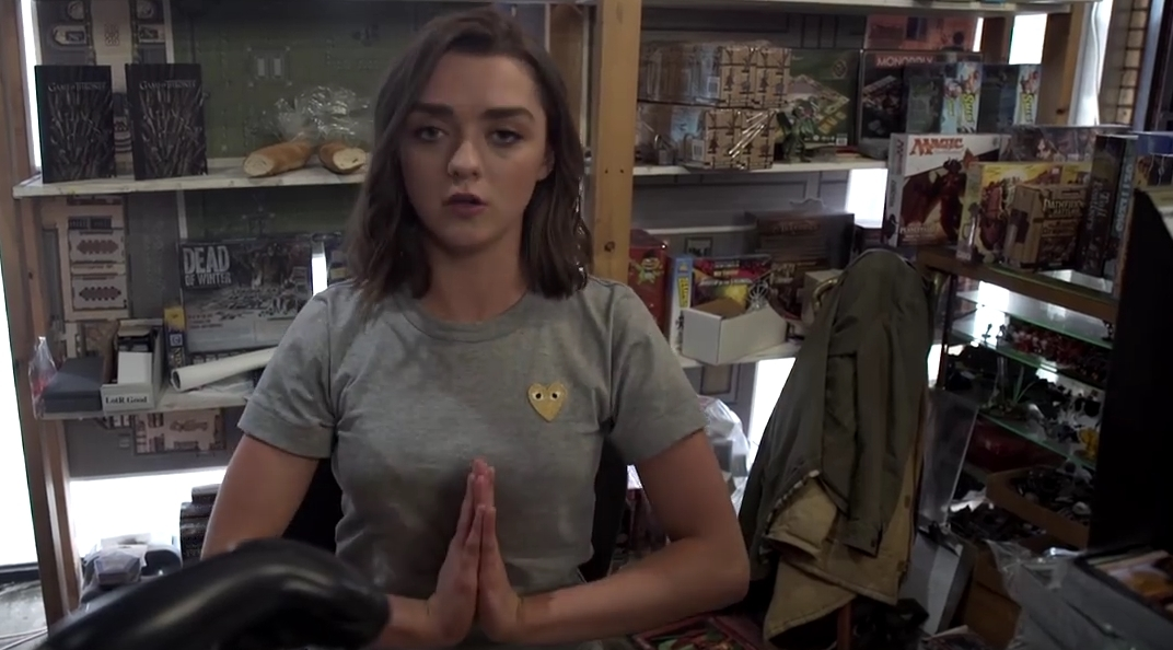 Photo of Arya Stark ( Masie Williams ) isi troleaza fanii intr-un mare fel