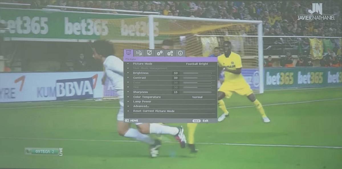 Meci de fotbal pe proiector BenQ TH670s