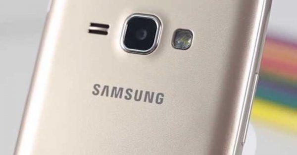 Spatele telefonului Samsung Galaxy J1 Mini