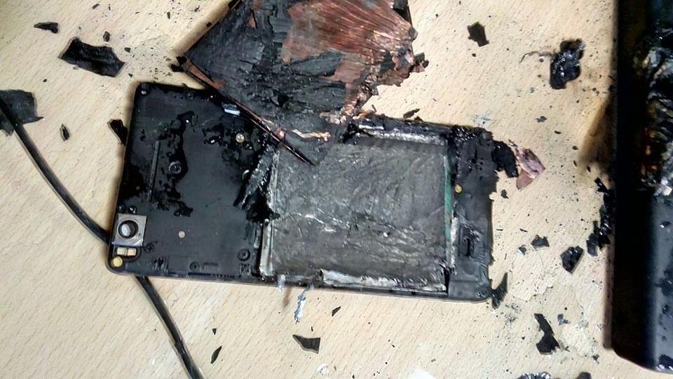 Photo of Un Xiaomi Mi4i explodează în mijlocul unui birou aglomerat