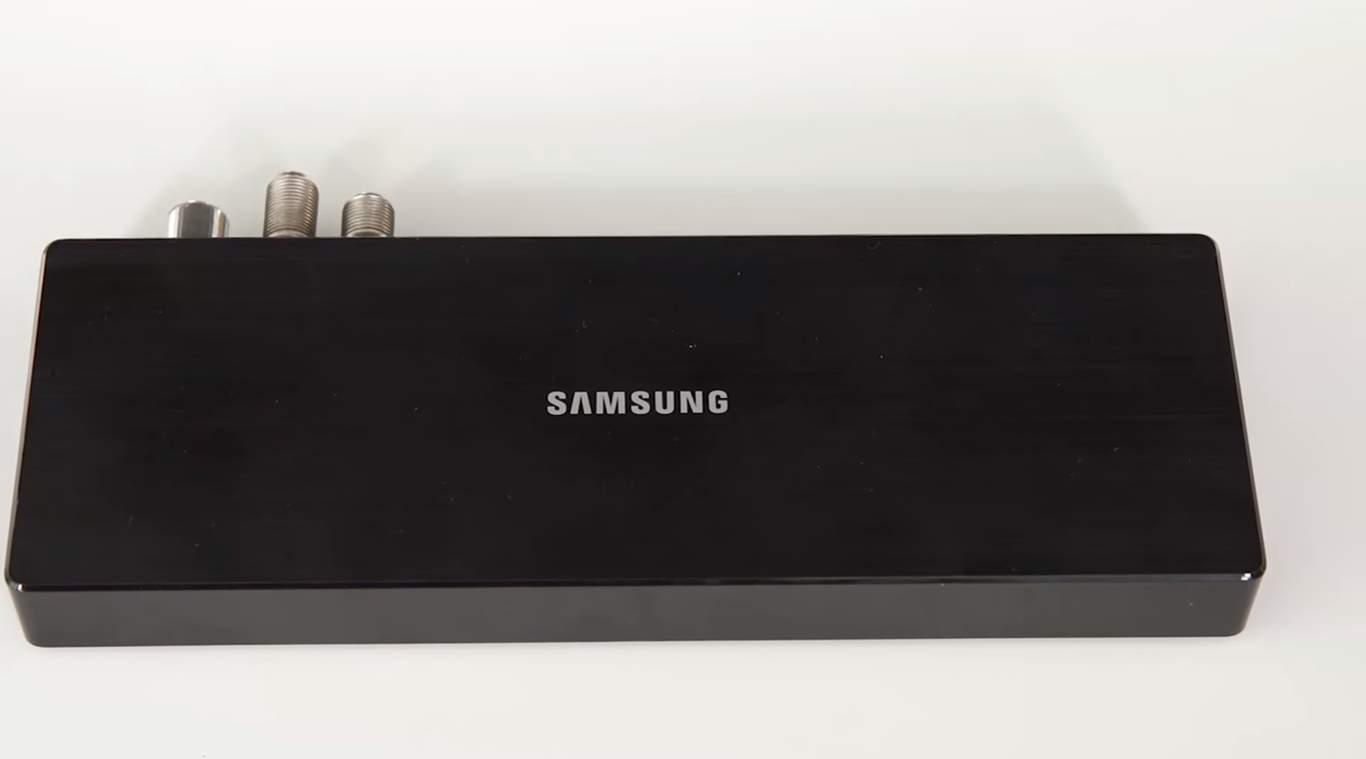 Televizorul 4K Samsung UE55 SUHD cu tehnologie Quantum Dot 07