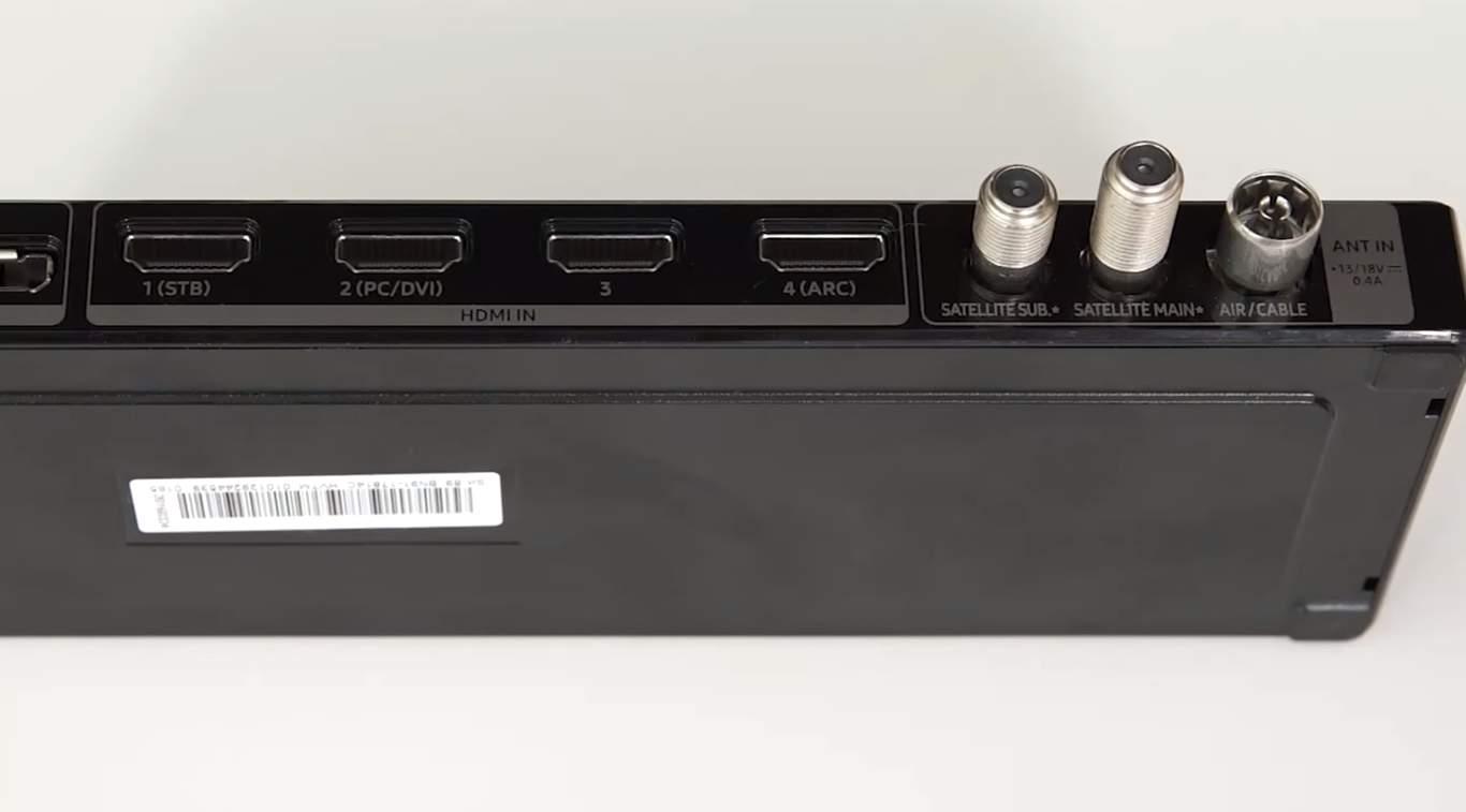 Televizorul 4K Samsung UE55 SUHD cu tehnologie Quantum Dot 08
