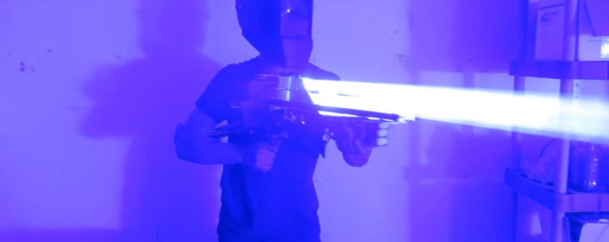 Photo of Cea mai puternica arma laser portabila facuta vreodata hobbyist