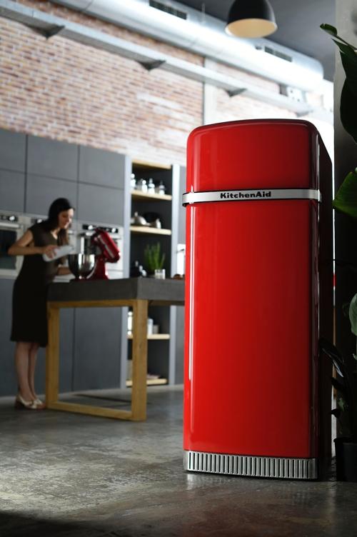 Frigiderul KitchenAid Iconic – inspirat de robotul de bucatarie KitchenAid Artisan