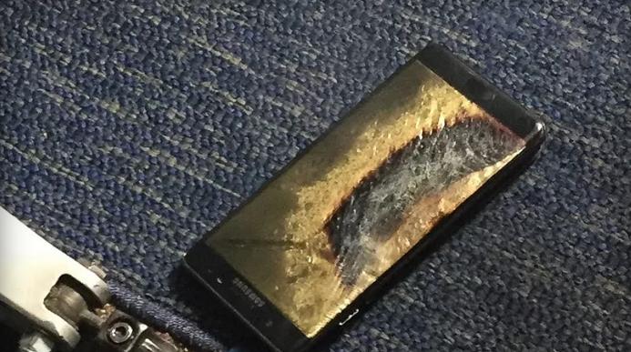 "Photo of Un Samsung Galaxy Note 7 ""reparat"" a luat foc pe un avion"