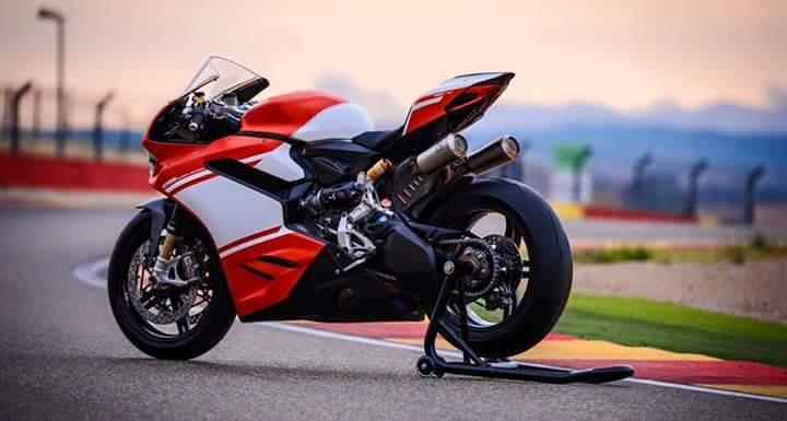 """Ducati 1299 Superleggera – primele fotografii oficiale """"scăpate"""" pe Internet"""