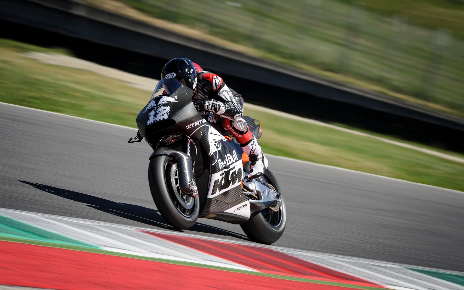 Photo of Pentru MotoGP, dar nu numai – formidabilul KTM RC16 va putea fi cumpărat de la magazin de către oricine și-l permite!