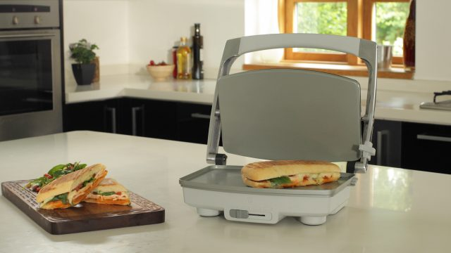 Photo of Bucura-te de sarbatori, masa o face Breville Ultimate Grill DuraCeramic!