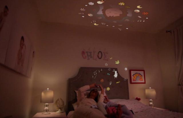 Moonlite, aparatul care proiecteaza povesti inainte de culcare