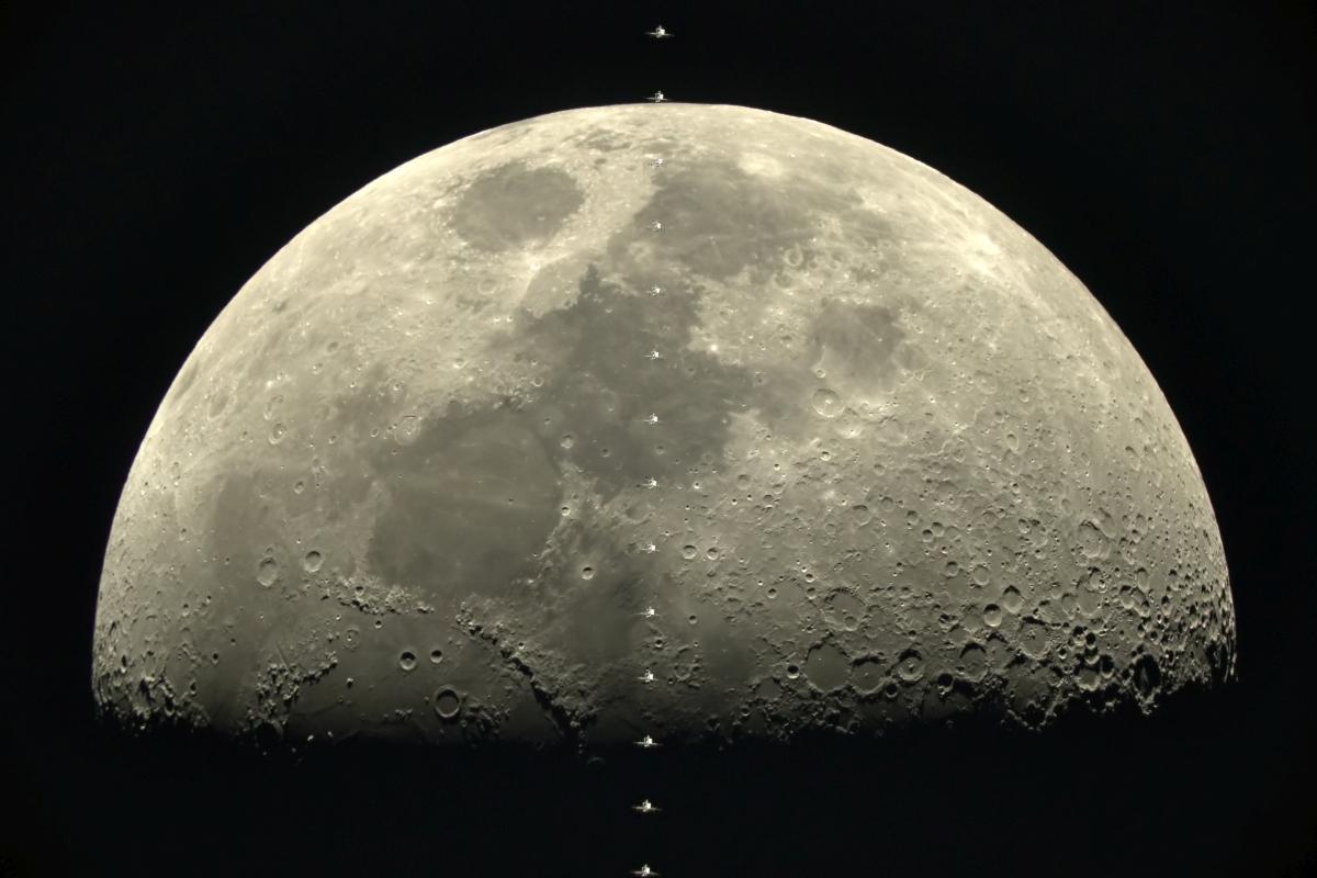 Photo of Camera Sony α7s a surprins Stația Spațială Internațională trecând prin fața lunii la 28.000 km/h