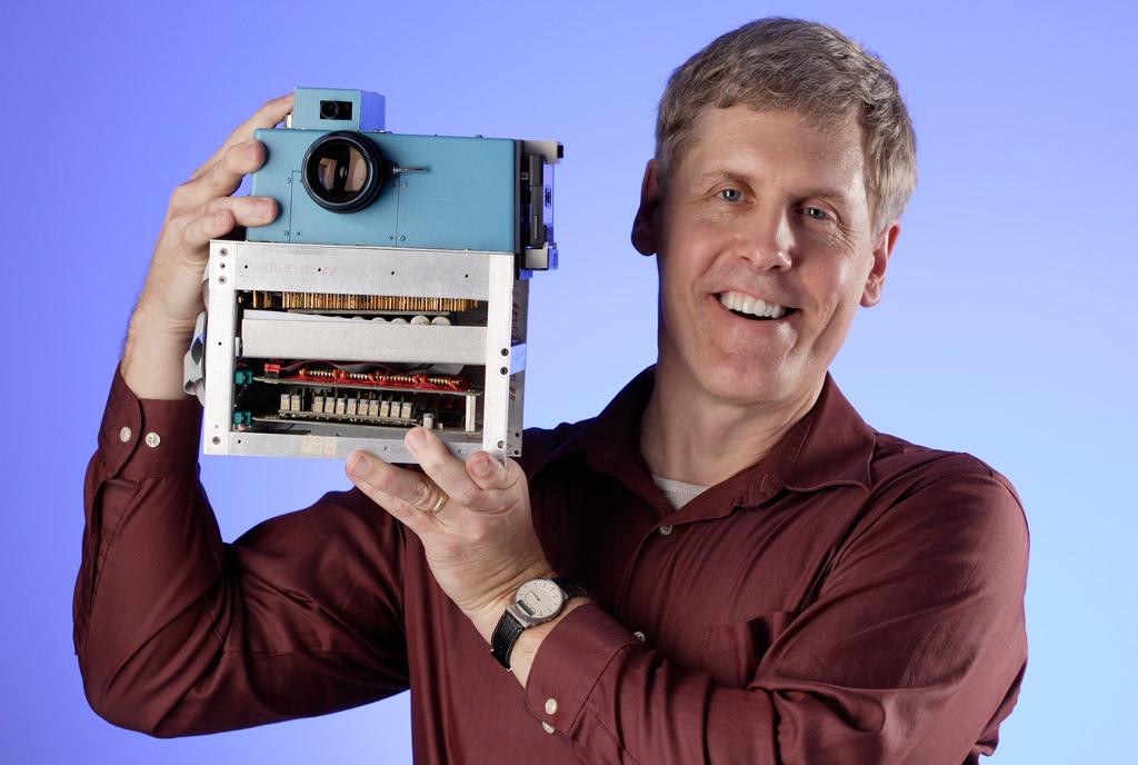 Photo of Cum arata si cum a fost facuta prima camera digitala realizata in lume!