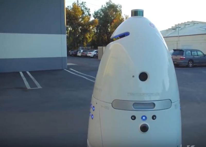 Photo of Un robot de securitate a fost luat la bătaie