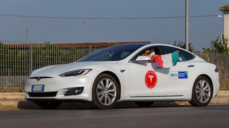 Photo of Un Tesla Model S a mers 1000 de kilometri fără realimentare