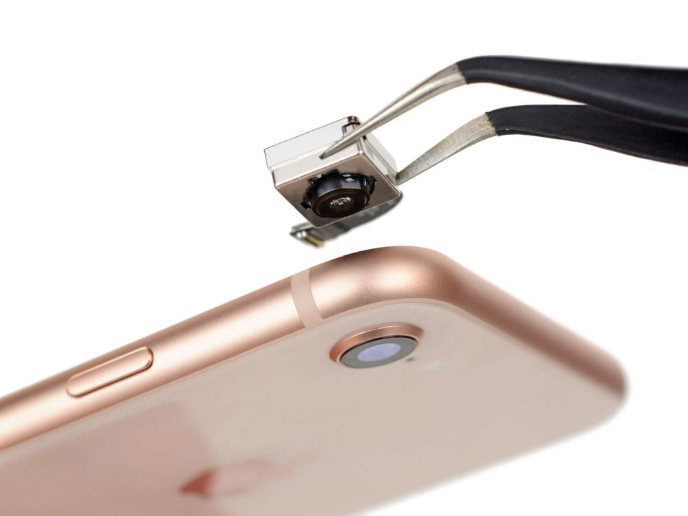 Photo of Aplicațiile iPhone pot accesa camera foto fără să știe utilizatorul