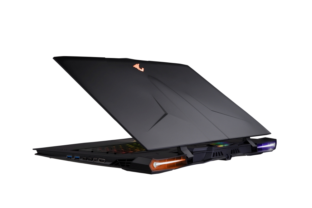 Photo of Laptopul de gaming Aorus X9 de la Gigabyte are 2 plăci video GTX 1070