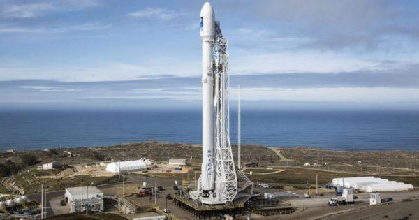 SpaceX va regla luminozitatea satelitilor care agita fanii privitului la stele