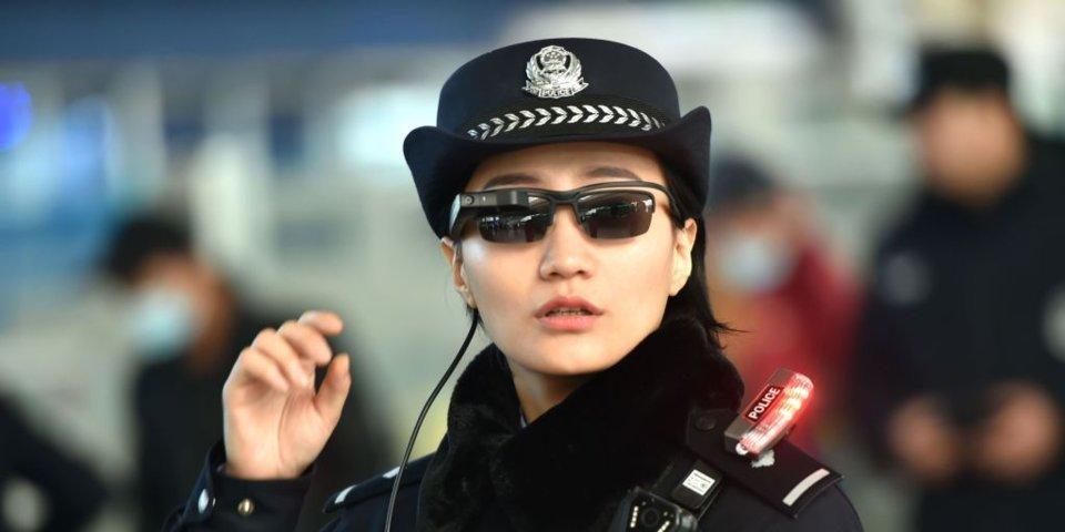 Photo of Poliția chineză folosește ochelari cu scanare și recunoaștere facială