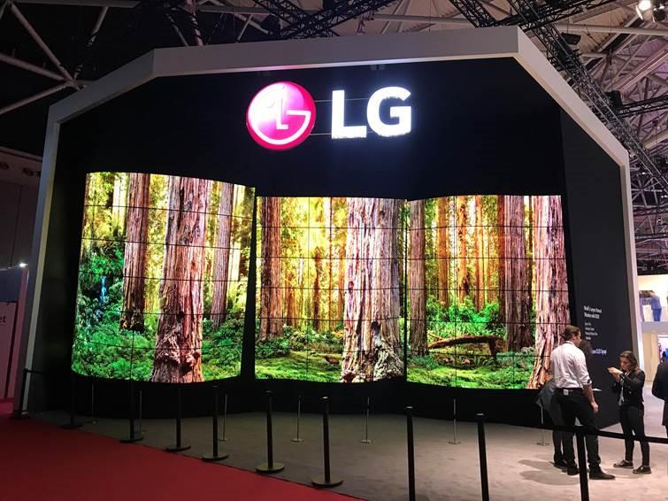 Photo of LG lansează ecrane OLED transparente pentru controlorii de trafic aerian