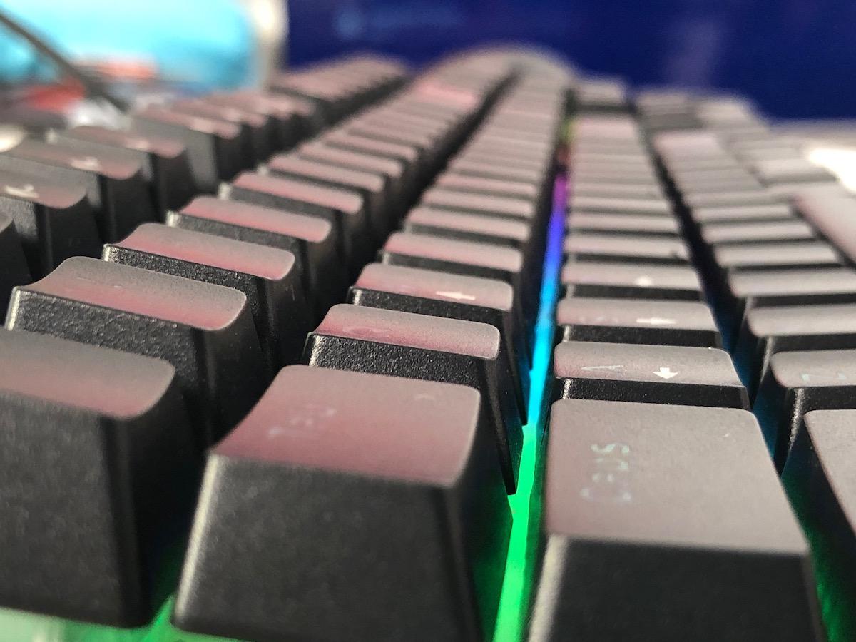 Photo of Genesis Thor 200 RGB Review – Tastatura hibrida de gaming: feeling de mecanica, zgomot de membrana!
